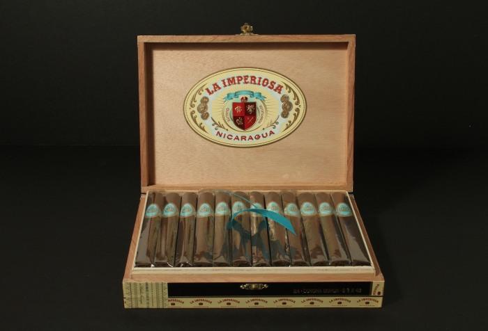 La-Imperiosa-Box-2