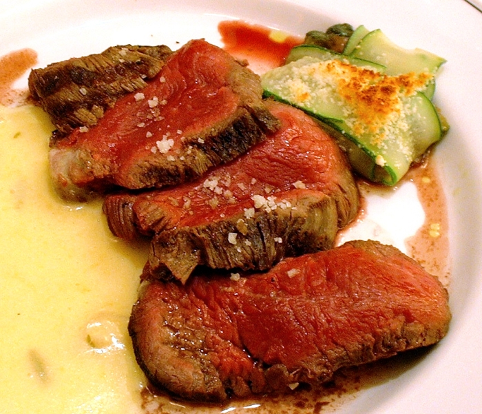 Chateaubriand_with_Bearnaise